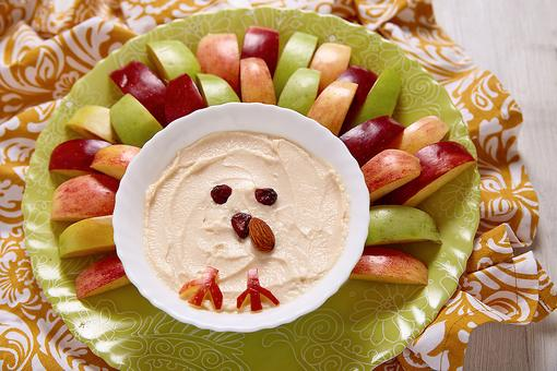 Creative Thanksgiving Food Ideas: How to Turn Pumpkin Dip Into a Turkey You'll Be Sweet On