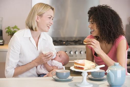 Postpartum Depression: 6 Ways to Help a Friend Who Is Suffering From PPD