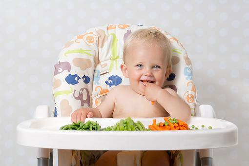 Introducing Finger Foods: 3 Signs That Your Baby May be Ready for the Real Thing!