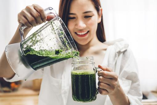 Blending Vs. Juicing for Health: ​Is It Better to Blend or Juice Your Fruits & Vegetables?
