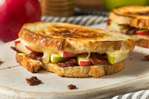 Johnny Apple Cheese Sandwich Recipe: 4-Ingredient Grilled Cheese Recipe Will Up Your Sandwich Game