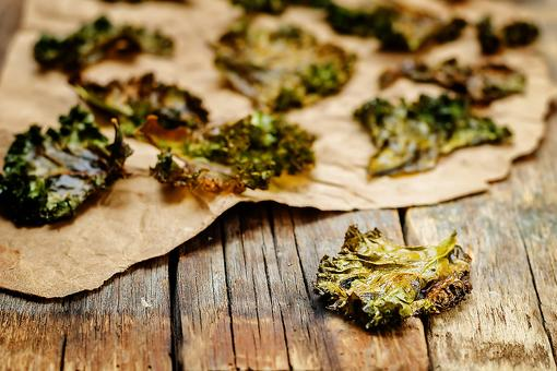 Foolproof Kale Chips: How to Make Nacho Cheese Flavored Kale Chips!