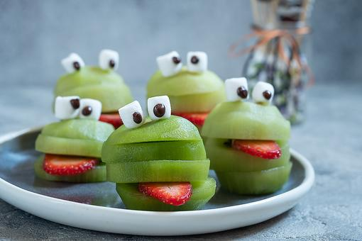 Fun Food for Halloween: These Cool Kiwi Frogs Would Make Kermit Proud