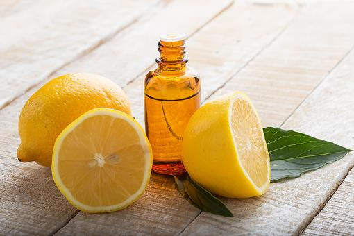 Lemon Essential Oil: 5 Ways to Use It to Clean Your Home Naturally!