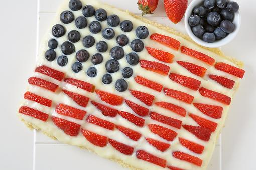 July 4th Flag Cake: A Fun Patriotic Recipe to Make With Your Kids!
