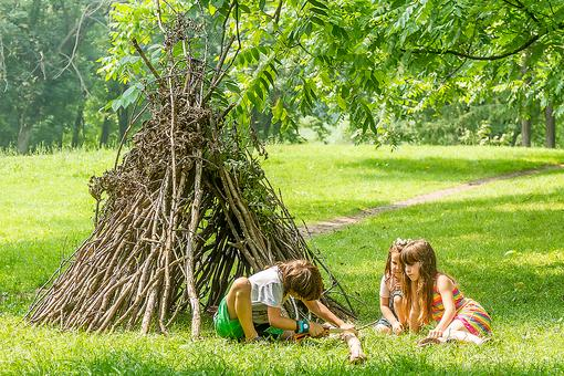 Let Your Kids Play With Sticks: Nature Is One of Our Greatest Gifts!