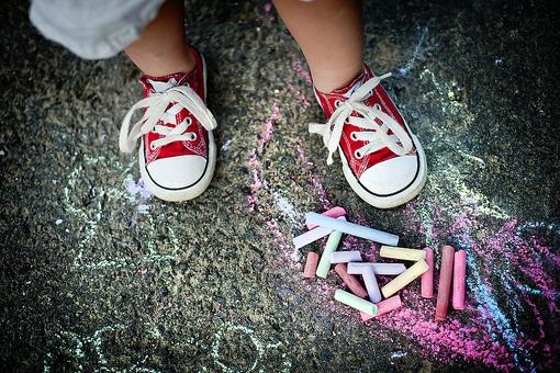 Make DIY Squirt Chalk for Summer Fun With the Kids: It's So Easy!