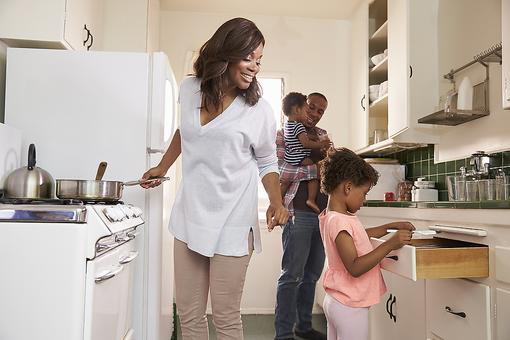Make Family Meals a Priority: What Research Says About Kids' Health & Family Mealtime