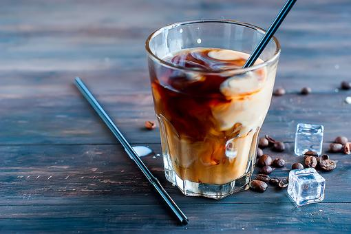 Iced Vanilla Latte Recipe: Enjoy an Iced Coffee Without Leaving the House