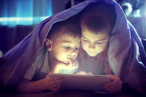 Manage Kids' Screen Time Without the Fights (All It Takes is a Trip to the Party Store)!