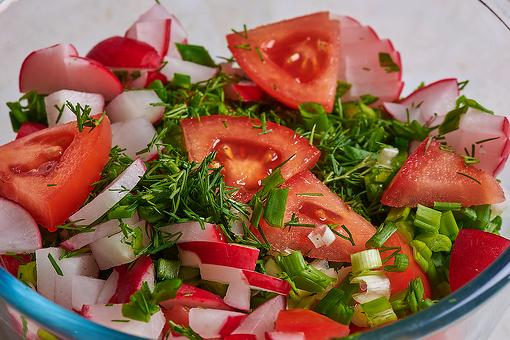 Marinated Tomato & Radish Salad Recipe With Dill: A Simple, Refreshing & Healthy Salad Recipe