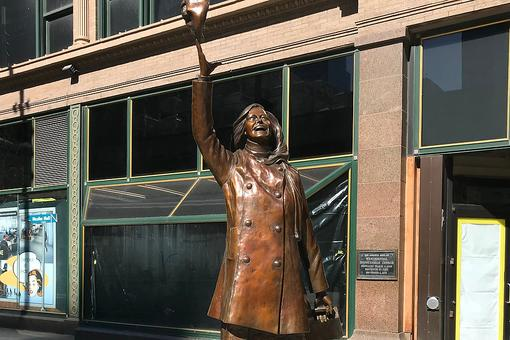 The Mary Tyler Moore Statue in Downtown Minneapolis Will Make You Smile