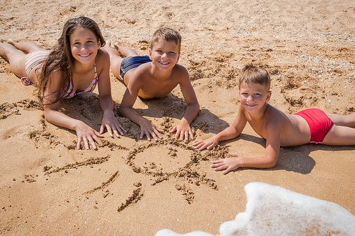 Melanoma in Kids: 6 Tips From St. Jude Hospital to Protect Kids From Extreme Sun Exposure