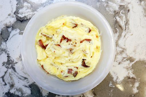 One-Dish Scrambled Eggs: Breakfast in the Microwave Just Got Tasty!