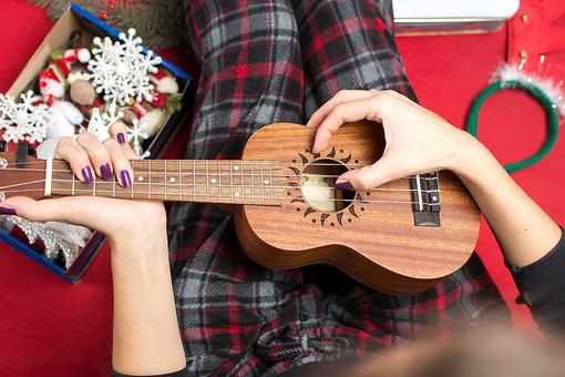 Ukulele for Beginners: Why You Should Consider Giving a Ukulele to Someone This Christmas
