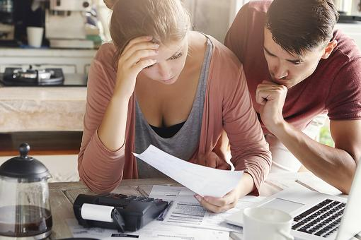 Money Troubles: 10 Ways Couples Can Better Deal With Financially Challenging Times