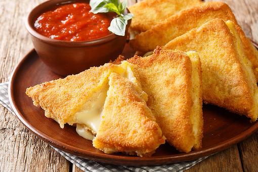 Easy Mozzarella in Carrozza Recipe: This Fried Mozzarella Sandwich Recipe Is an Italian Favorite