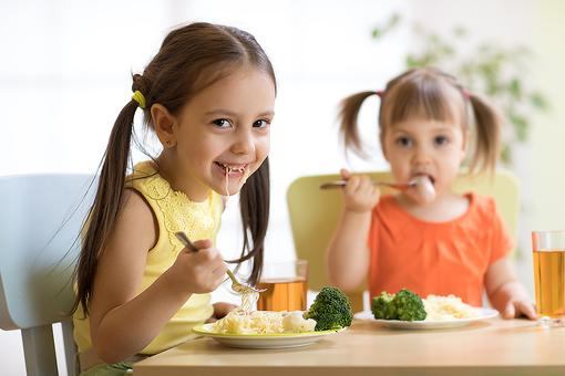 My Kids Aren't Allowed to Be Picky Eaters: Here's the Parenting Trick That Worked for Me!