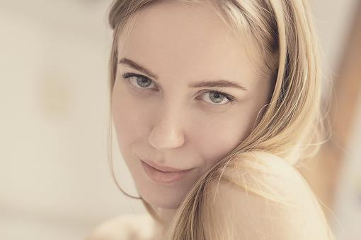 """No Makeup"" Makeup: How to Achieve Natural-looking Beauty in 4 Steps"