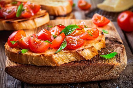 Best Basil Bruschetta Recipe: This Easy Tomato, Basil & Garlic Bruschetta Is a Flavorful Appetizer or Lunch