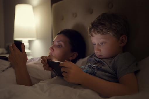 Not Sleeping? Stop Disrupting Circadian Rhythms With Screens!
