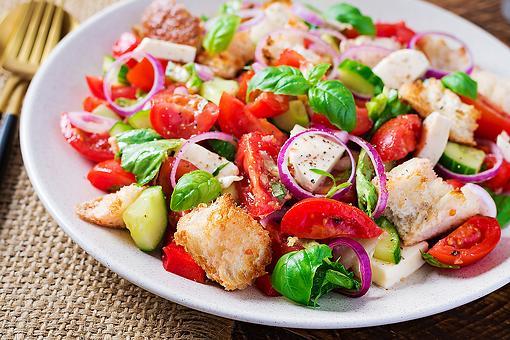 Healthy Panzanella Recipe: Mamma Mia, This Tuscan Bread & Tomato Salad Recipe Is Delicious
