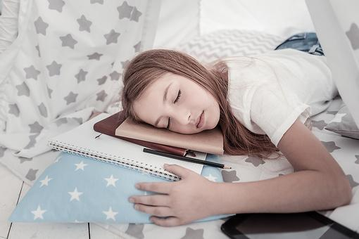 Teens & Sleep: Science Says Put Your Teenagers to Bed Early & Here's Why!