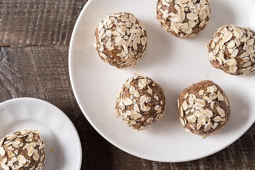Easy Peanut Butter Energy Balls Recipe: Creamy Peanut Butter, Oats & Dark Chocolate Energy Ball Recipe