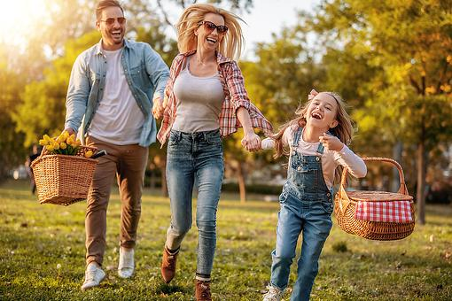 Plan a Labor Day Picnic: 4 Ways a Picnic Can Help You Get Healthy & Active With Your Family