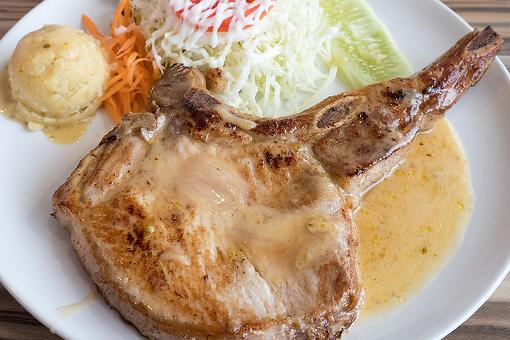 Easy Pork Chops With Gravy Recipe: This Slow-Cooker Pork Chops Recipe Is Super Tender