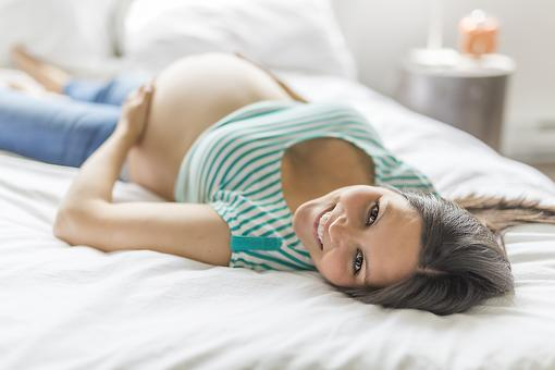 Pregnancy Glow: Here Are 2 Reasons Why Moms-to-Be May Shine!