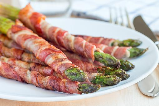 This Prosciutto-Wrapped Asparagus With Parmesan Recipe Is a Healthy 10-Minute Appetizer