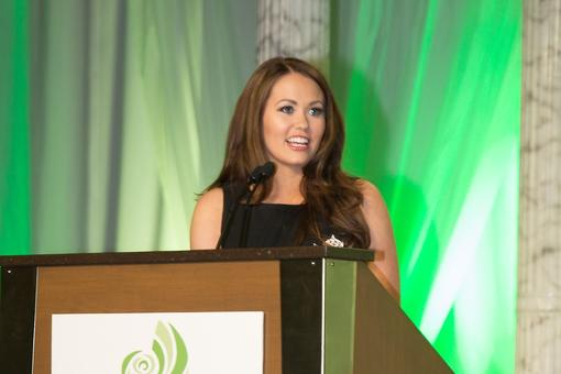 Public Speaking Tips From Cara Mund: Miss America Shares 5 Secrets to Help You Talk in Front of Crowds!