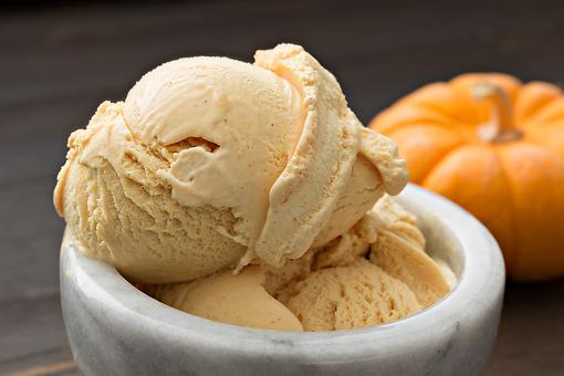 No-Churn Pumpkin Pie Spice Ice Cream Recipe: 5-Ingredient Pumpkin Ice Cream Is Summer & Fall Colliding in the Best Way