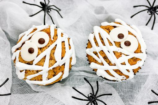 Quick No-Bake Halloween Treats: How to Make Mummy Cookies & Cupcakes!