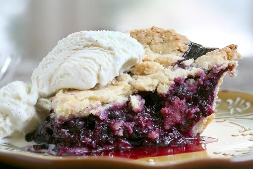 National Pi (Pie!) Day: How to Make an Easy Blueberry Cinnamon Pie!