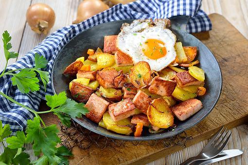 Bavarian Tiroler Gröstl Recipe: A Fried Potatoes & Meat Hash Comfort Food Recipe From Austria