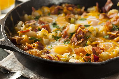 4-Ingredient Breakfast Skillet Recipe: Delish 20-Minute Cheesy Hash Brown Casserole Recipe With Bacon & Eggs
