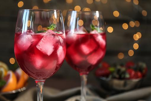 ​Red Wine Spritzer: Make a $3 Bottle of Wine Shine With This Cocktail Recipe!