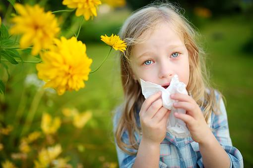 "Remedies for Itchy Eyes, Throats & Noses: How to Calm Kid's Allergy ""Itchies"" Without Harsh Chemicals From Dr. William Sears"