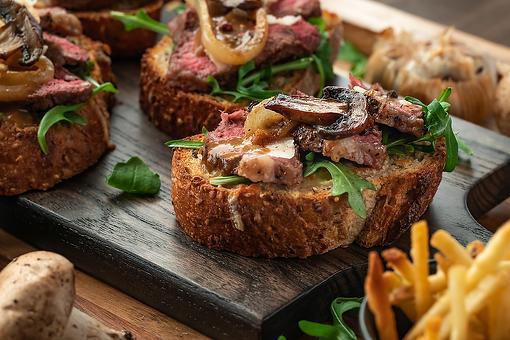 Rockin' Roast Beef Crostini Recipe: Beef Tenderloin Crostini With Caramelized Mushrooms & Garlic Mayonnaise