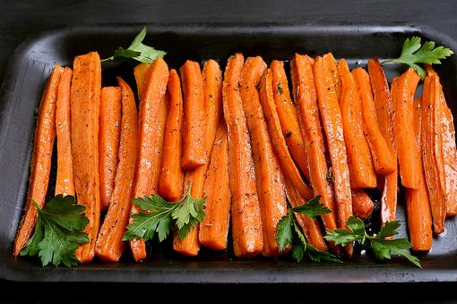 This Herb-Roasted Balsamic Carrots Recipe With Garlic Makes This Root Vegetable Shine