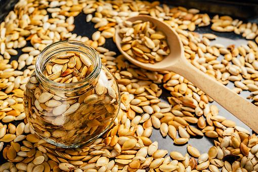 Pumpkin Pie Spice Roasted Pumpkin Seeds Recipe: Just Wow! This Healthy Fall Snack Recipe Is a Winner