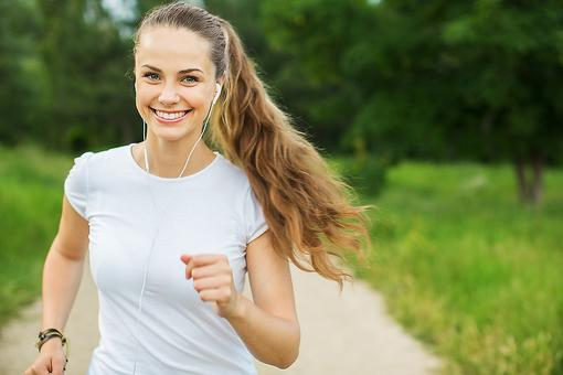 Run Your Way Into the New Year:  4 Ways Running Can Help You Keep Your Healthy Resolutions