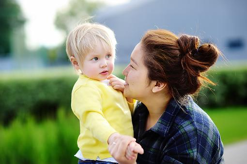 Nanny or Daycare? Here Are the Pros & Cons of Both Child Care Options!