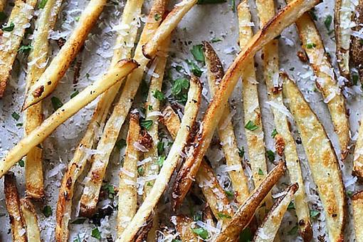 You Need to Eat These Skinny Garlic Pommes Frites With Parmesan Now!