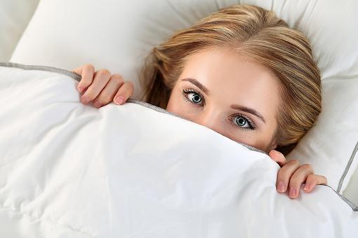 Sleep Deprived & Want to Sleep In, But Can't? Here's Why Your Brain Won't Let You!