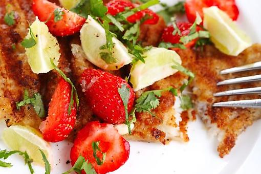 Snazzy Snapper Recipe: Crispy Pan-Fried Snapper With Strawberry Tomato Salsa Is a Tasty Way to Fish