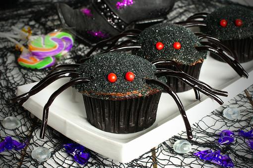 Spider Cupcakes for Halloween: Nothing Creepy About These Easy Spider Cupcakes