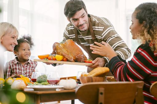 Spine Health During the Holidays: 8 Ways to Protect Your Spine & Overall Health This Thanksgiving